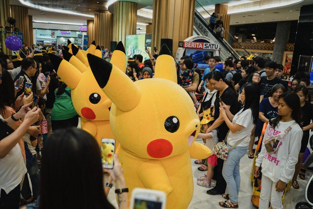 Parade Pikachu di Lippo Mall Puri melalui acara yang diselenggarakan oleh PT. Anugerah Kreasi Gemilang atau AKG Games.