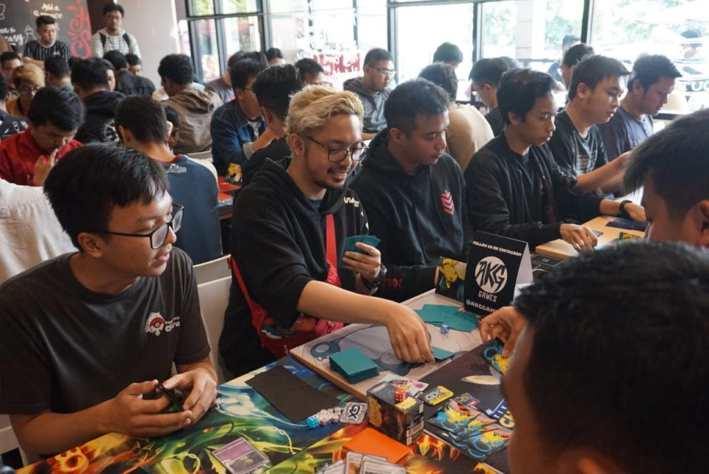 The atmosphere of the Pokémon TCG Card game in the Pokémon TCG Indonesia community
